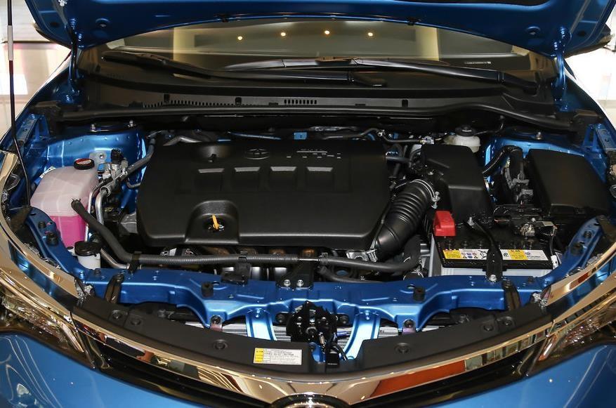 动力方面:雷凌搭载的是1.2T、1.8L两款发动机,其中1.2T的最大输出功率为116马力,1.8L常规发动机的最大输出功率为140马力,新勒令双擎则继续搭载一款1.8L阿特金森发动机与电动机组合。传动方面,1.2T车型匹配的是6速手动变速器,其余车型则匹配CVT变速器。
