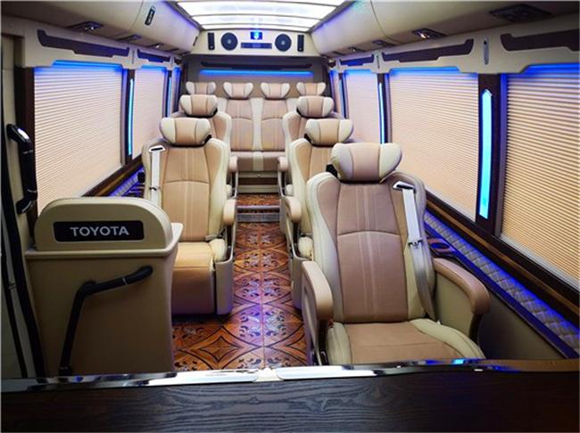 丰田考斯特12座配价格 考斯特改装配置顶配
