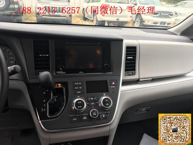 细节方面:2016款进口丰田塞纳3.5L四驱LTD商务车中控台上路设置了前排空调控制及部分车辆功能按键区域划分明确,操作起来很顺手。音响系统使用10喇叭的JBL,多碟DVD换碟机和AUX+USB多种音源让你畅享旅途中的惬意。2016款丰田塞纳3.5LTD四驱有着出色的公路驾驶性和舒适性,标配了6气囊和ABS、ESP等安全配置,在驾乘中多一份舒心。