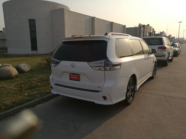 2017款丰田塞纳SE运动版8速变速箱天津港现车销售-塞纳中东版多少