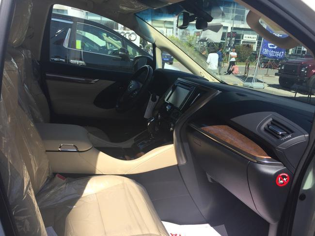 2016款丰田埃尔法商务车北京专卖店报价高清图片