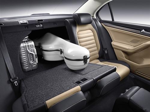 动感时尚,充满科技感;搭配智能科技的行车电脑,显示丰富实用的行车