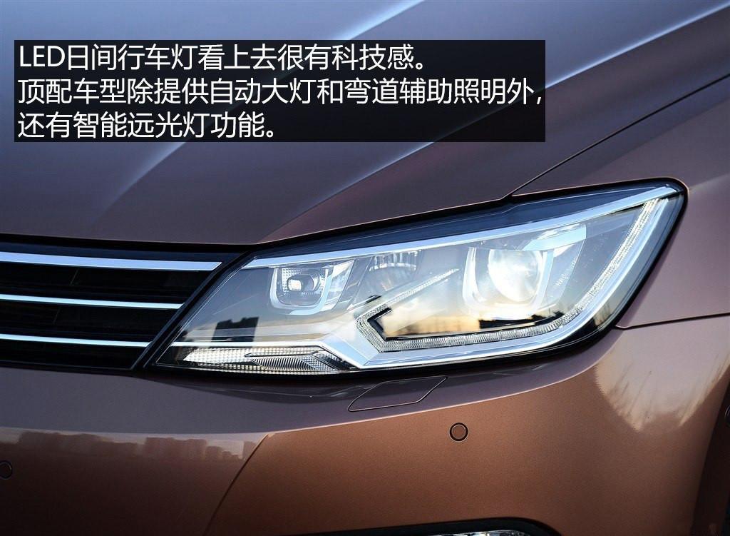 凌渡2017款车型的主要改变在于配置的全面提升,2017款车型将自动启停作为全系标准配置提供。其中风尚版车型增加后倒车雷达,遥控钥匙增加镀铬装饰提升紧致感。舒适版车型在风尚版的基础上增加了后视摄像头以及中央6.5寸液晶屏。而更高配的豪华版配备了包括氙气大灯、前后雷达、倒车影像、后视镜折叠、无钥匙进入系统在内的诸多配置,轮毂升级为精车黑漆。 24小时热线咨询电话:15201068067 栾经理