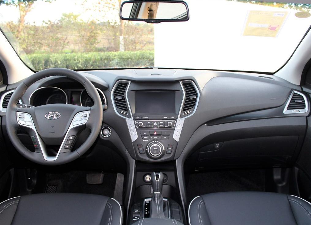 现代全新胜达最新报价 新款年底现车出售最低价多少钱
