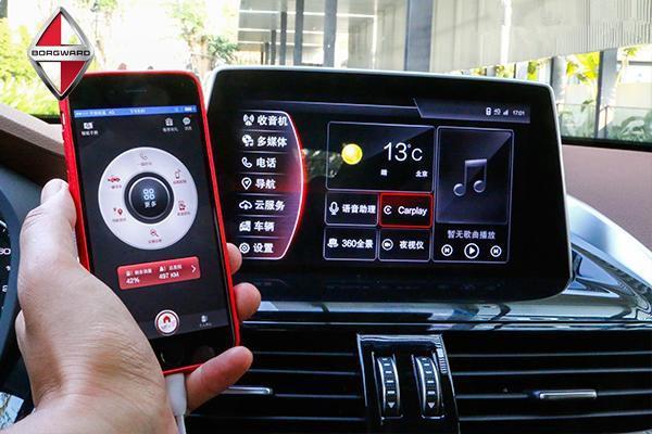 """除了有""""型"""",进入BX5的座舱同样难以让你相信这是一款自主品牌SUV,做工、细节和科技感都足以撑得起富有层次感的中控面板,鹰翼式环体座舱布局、LED氛围灯、高握感三辐方向盘等,强调座舱豪华氛围的同时也兼顾运动基因的表达;悬浮式8英寸的中控屏,集成了雷达、导航、Carplay、娱乐等功能;通过按60/40比例放倒第二排座椅,最多可实现1230L的装载空间,满足居家出行的不同生活需求。无论是BX7."""