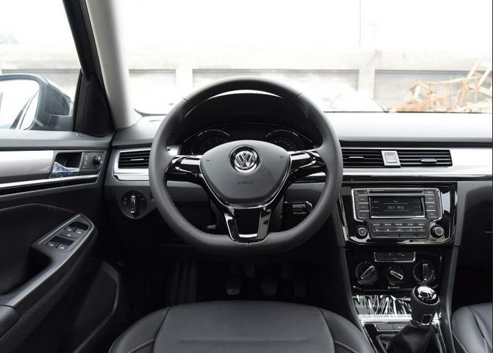 大到发动机、变速箱;小到车窗的升级按钮、空调旋钮都是同款产高清图片