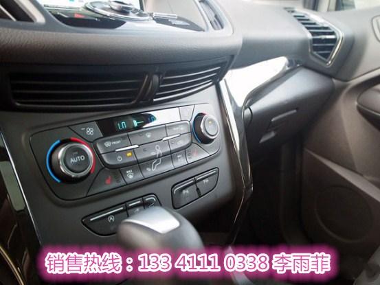 全新三幅式方向盘造型动感,各种按钮经过重新设计,手感舒适、按键直观,更适合驾驶时盲操作。可折叠式后排座椅,让翼虎具备了灵活多变的后部空间,行李箱空间可四六分折,在630L和1480升之间自由选择。不仅创造出更多实用储物空间,也使驾驶者能更加轻松自如控制车辆各种功能。