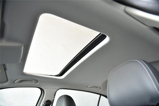 预计全新朗逸顶配车型配备带加热的真皮座椅、电动天窗、外后视镜
